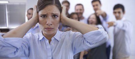 Genera actitudes muy desafiantes con sus compañeros de trabajo