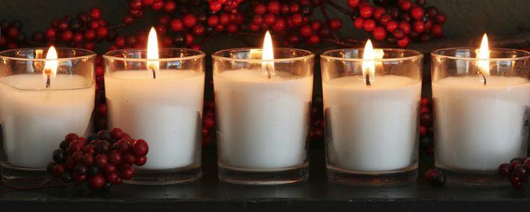 Las velas blancas son esenciales para realizar rituales de amor a Virgo