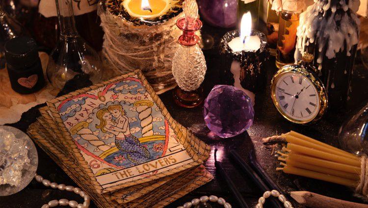 Si nuestros encantos no son suficientes, podemos recurrir a algunos rituales