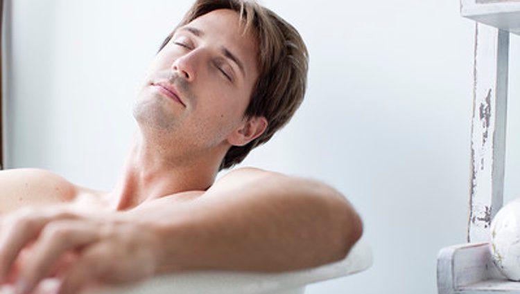 Darse un baño de agua caliente libera muchas tensiones
