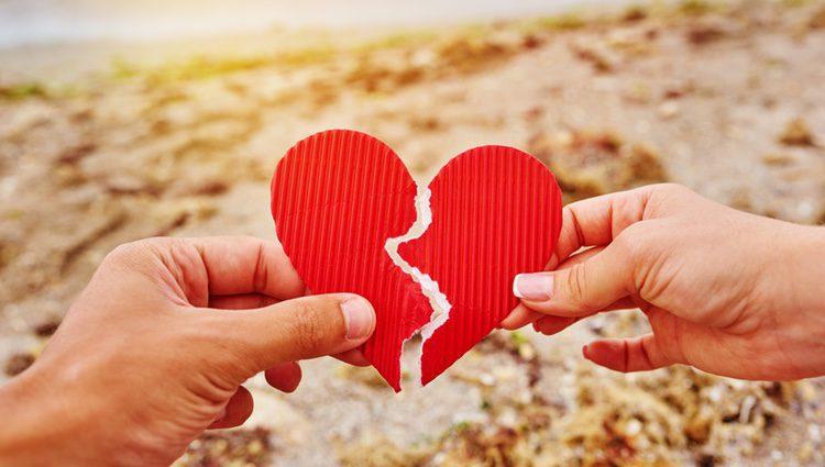 Deberás cuidar tu relación de amor ya que correrá peligro si la descuidas