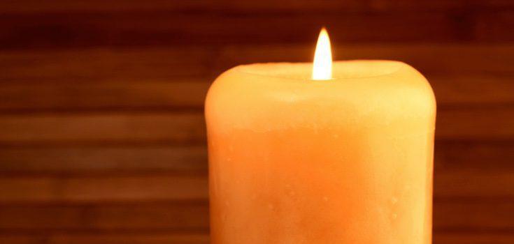 Las velas que se deben en utilizar en los rituales para conseguir dinero deberán de ser amarillas