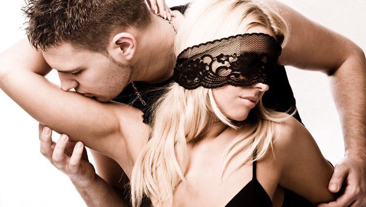Es importante hablar con la pareja si de verdad quieres cumplir una fantasía sexual